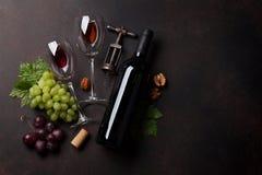 Vin, raisin et écrous images stock