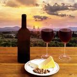 Vin rouge au coucher du soleil Photographie stock