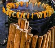 Vin rouge chauffé dans un grand bowl-3 Image libre de droits
