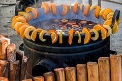 Vin rouge chauffé dans un grand bowl-4 Photographie stock libre de droits