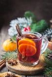 Vin rouge chauffé par Noël image stock