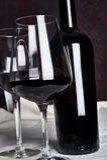 Vin rouge dans la bouteille Photo stock