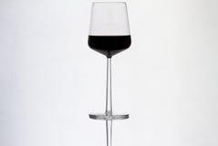 Vin rouge dans le verre à vin Images libres de droits