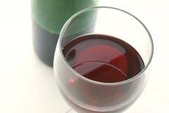 Vin rouge dans une glace photographie stock libre de droits