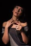 Vin rouge dans une main femelle Photographie stock