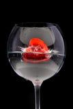 vin rouge de gelée en verre de coeur Images stock