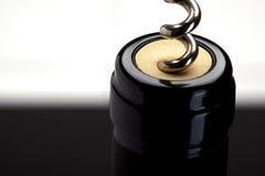 Vin rouge de vis de liège Photographie stock