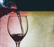 Vin rouge en glace images libres de droits