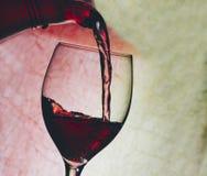 Vin rouge en glace photos stock