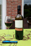 Vin rouge en verre et de bouteille Images libres de droits