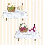 Vin rouge et blanc avec du raisin Image libre de droits