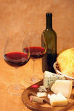 Vin rouge et fromage Photo stock
