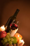 Vin rouge et fruits Images stock