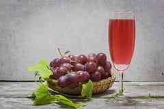 Vin rouge et raisin Images stock