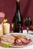 Vin rouge et saucisse fumée Photographie stock