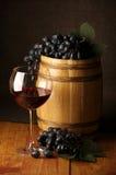Vin rouge, raisin et baril Images libres de droits