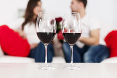 Vin rouge sur la table Photos stock