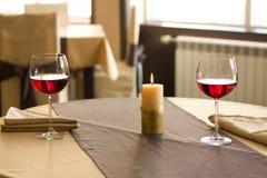 Vin rouge sur la table Photo libre de droits