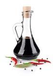 Vinagre balsámico con la especia foto de archivo