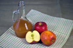 Vinagre de cidra de Apple Imagem de Stock Royalty Free