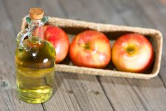 Vinagre de sidra de maçã Fotos de Stock Royalty Free