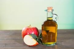 Vinagre de sidra de maçã Fotografia de Stock Royalty Free