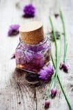 Vinagre del flor de las cebolletas fotos de archivo