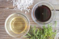 Vinagre do arroz e molho de soja Fotografia de Stock