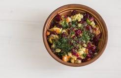 Vinagrete da salada na placa na tabela Fotos de Stock Royalty Free