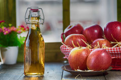 Vinaigre de cidre d'Apple Photo stock