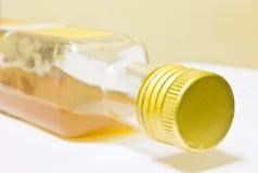 Vinaigre de cidre d'Apple, boisson, bouteille en verre Images libres de droits