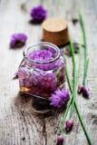 Vinaigre de fleur de ciboulette Photographie stock