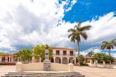 VINALES,古巴- 2017年5月13日:城市广场在Vinales 复制文本的空间 库存图片