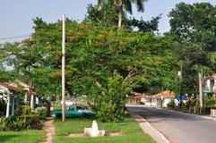 之家和在Vinales的葡萄酒汽车,古巴 库存图片
