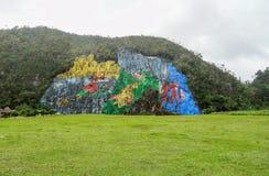 在Vinales谷附近的被绘的岩石在古巴 图库摄影