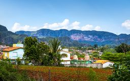Vinales, Cuba - Maart 26 2019: Weergeven van Vinales-Vallei, Unesco, Vinales, Pinar del Rio Province, Cuba royalty-vrije stock foto's