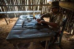 Vinales dolina Kuba, Wrzesień, - 24, 2015: Młody Kubański rolnik ma Obraz Royalty Free