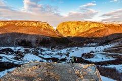 Vinande-linje för berg för Turda klyftasoluppgång arkivbilder