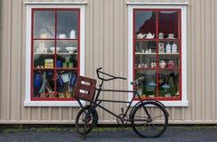 Vinatge Robi zakupy Windows zdjęcie royalty free