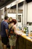Vinavsmakning turnerar @ Hunter Valley Australia Arkivfoto