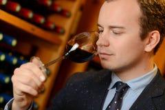 VinAvsmakning-vin uppassare royaltyfri foto