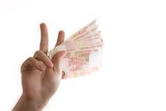 Vinca una mano di vittoria con soldi russi Immagini Stock