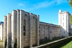 Vincennes är den historiska slotten som lokaliseras på öst av Paris, Frankrike arkivbild