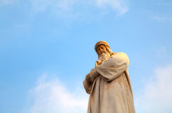 vinci статуи научного работника polymath колеривщика милана leonardo Италии изобретателя da известное Стоковое Фото