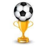 Vincitore della tazza dell'oro con la sfera di calcio Immagini Stock
