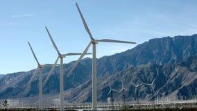 Vind drev generatorer near Palm Springs, CA arkivfilmer
