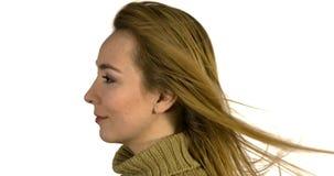 Vind i lång kvinnas hår lager videofilmer