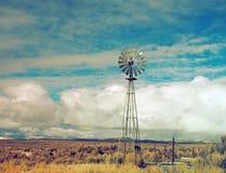 Vind maler lantligt landskap för royaltyfri fotografi