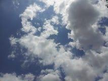 Vind och moln Royaltyfria Bilder