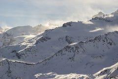 Vind på bergmaxima, Aosta Valley, Italien arkivfoto